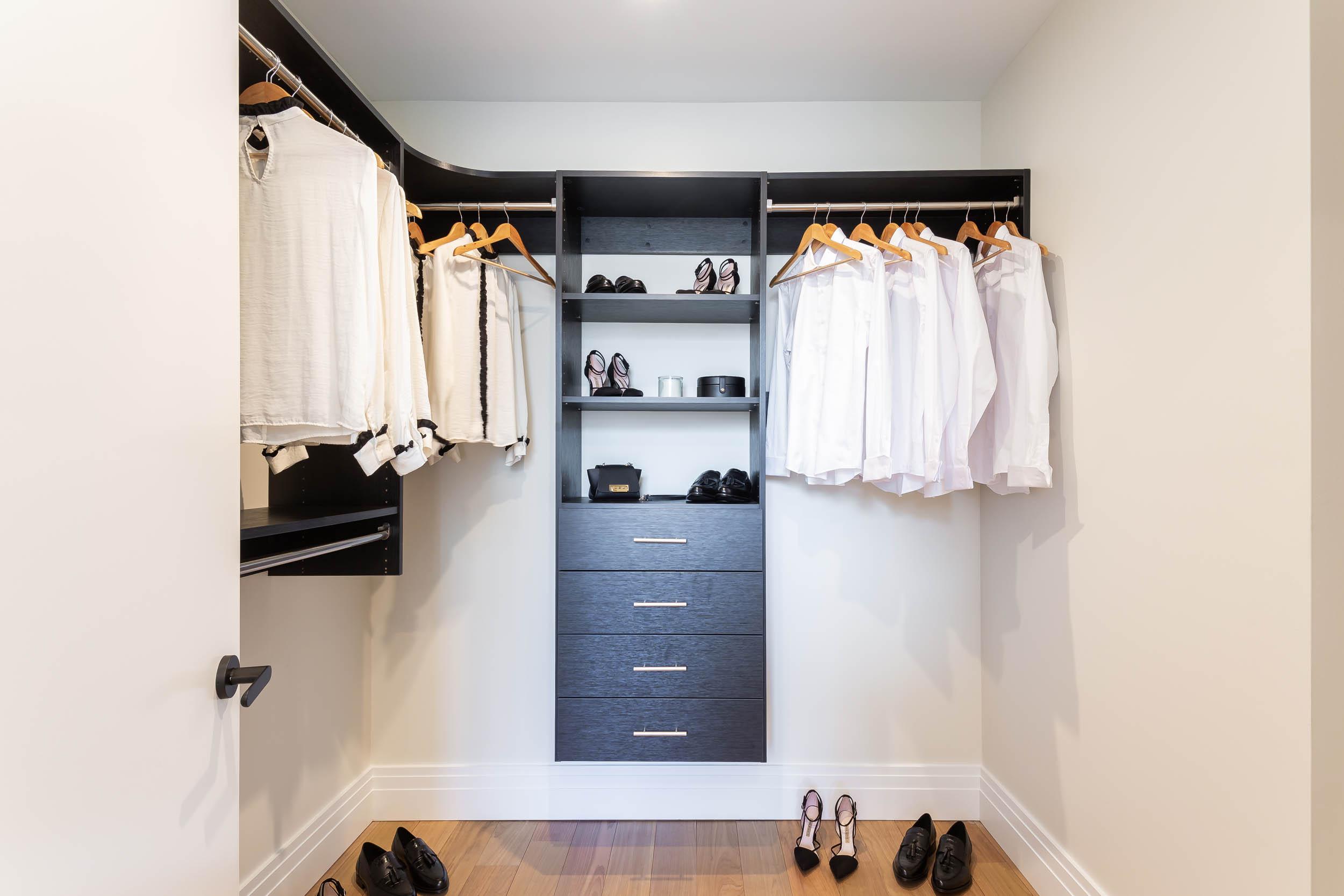 2BR A Wardrobe Traditional