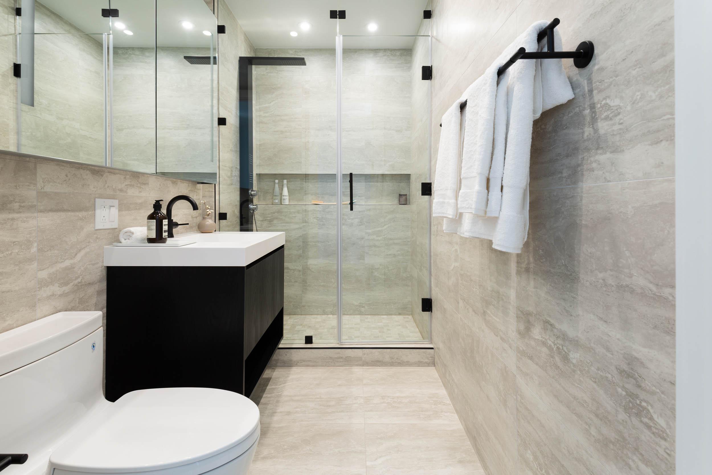 3BR A Bathroom Modern (1)